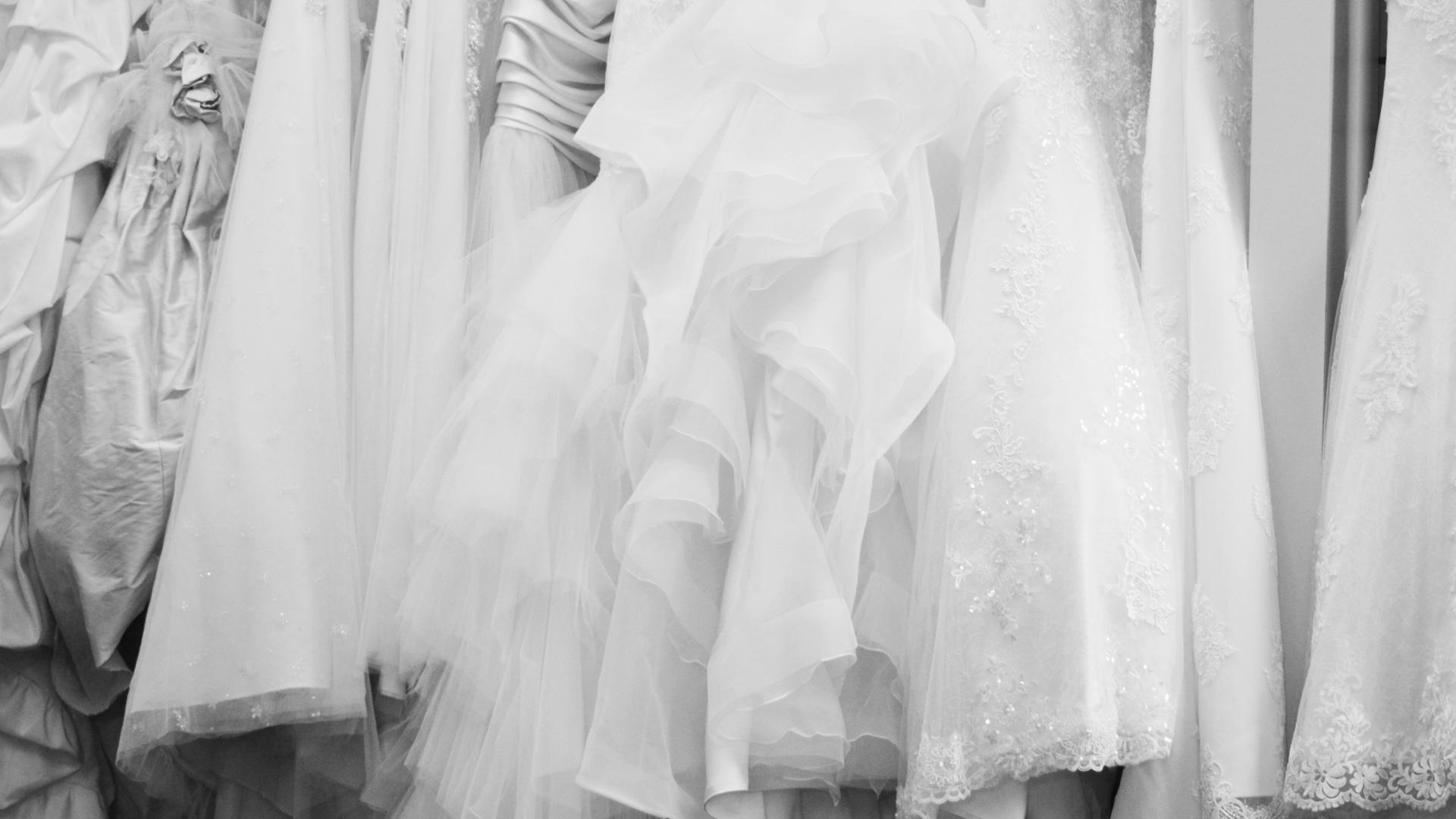dresses-bw-1920x1080
